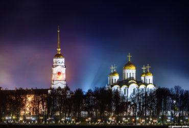 Князь Владимир у собора